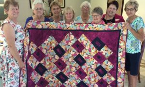 wendy_with_the_team_of_quilters